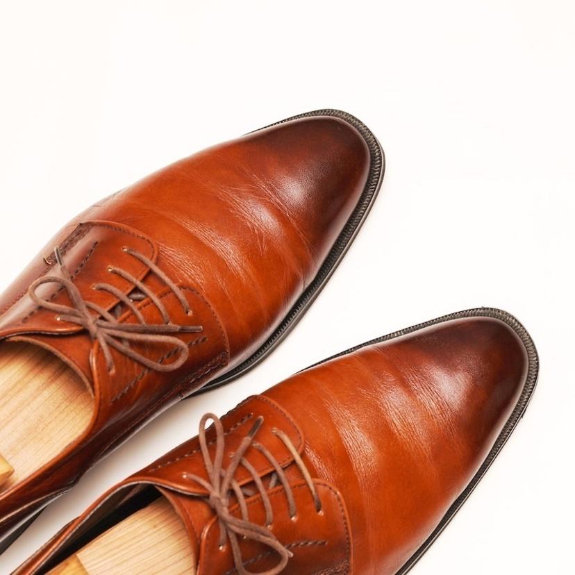 革靴の臭いを取る6つの方法!お手入れの仕方や臭い対策も徹底解説