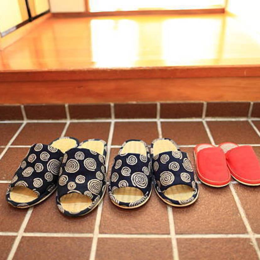 玄関タイル・石畳の掃除8ステップ!掃除方法とコツを知って簡単に開運!