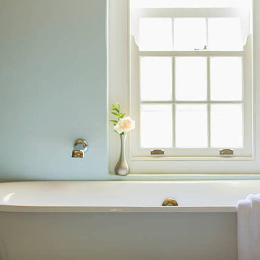 お風呂のカビ掃除8ステップ。重曹やスチーム、ハイター、お湯で綺麗に!