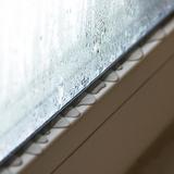 窓の結露対策グッズ14選。100均で買える防止シートも!
