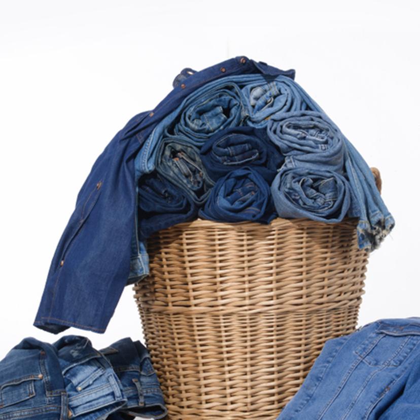 ジーンズの洗濯方法とコツ7個!洗濯機コース設定・色落ち色移り・頻度