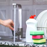 キッチンの頑固な水垢汚れの原因と掃除・落とし方5選!防止対策は?