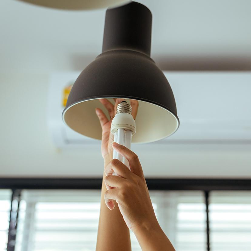 電球の交換方法4ステップ!種類・高所・注意点・感電防止は?