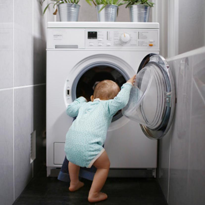 洗濯物がくさい! 洗濯槽の裏にあるカビをゴッソリ掃除