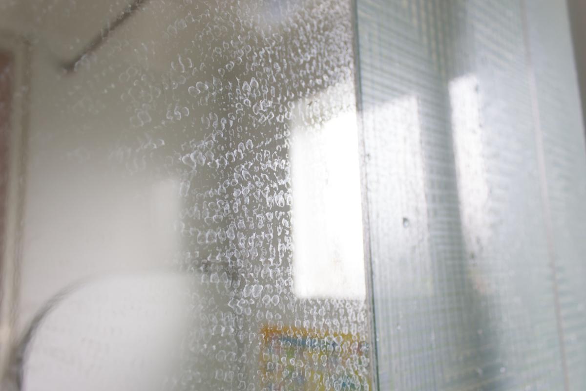 場 鏡 風呂 の 鏡の施工方法⑥(浴室の鏡の施工方法)お風呂に鏡を取り付ける方法